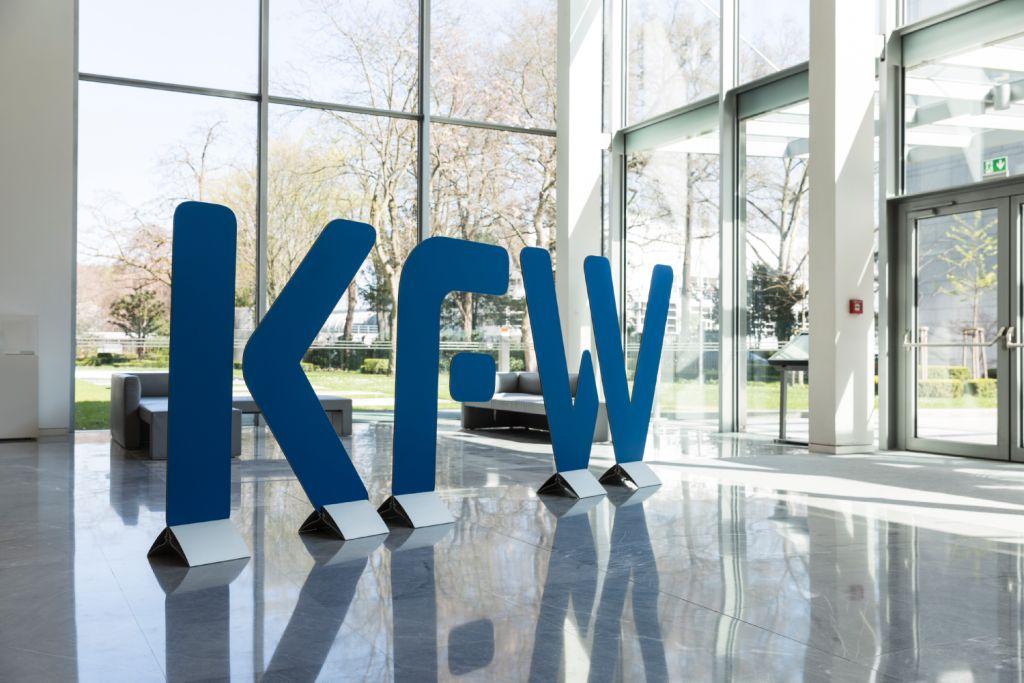 KfW Logo Gebäude Eingangshalle
