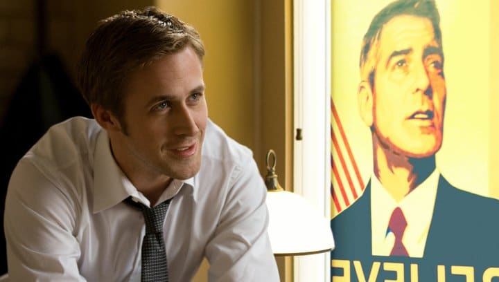 Ryan Gosling vor einem Wahlplakat