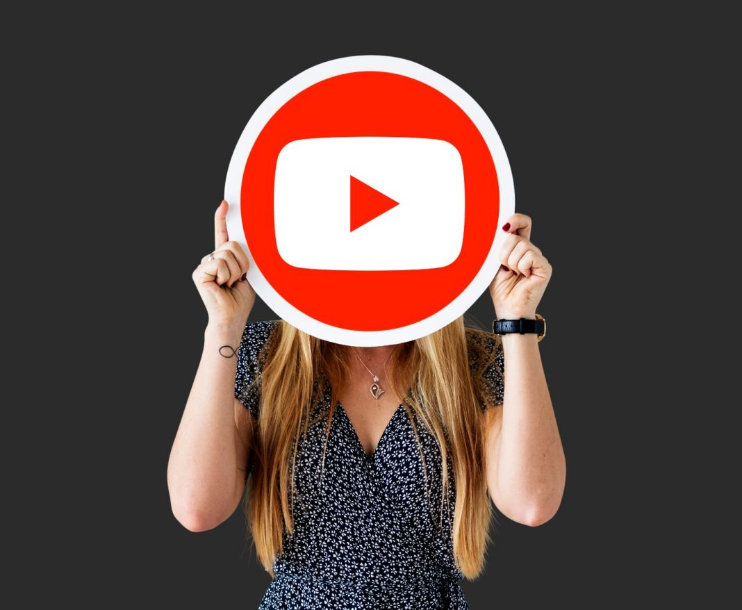 Youtube_Youtube Influencer_Youtube Marketing_Women with Youtube Shield